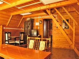 Obývací pokoj s posezením v chatce