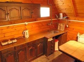 Vybavená kuchyně v chatce