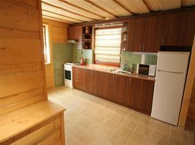 Vybavená kuchyně v apartmánovém domě