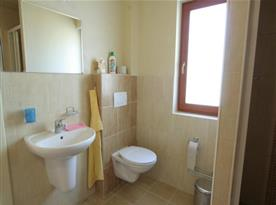 Moderní koupelna v apartmánovém domě