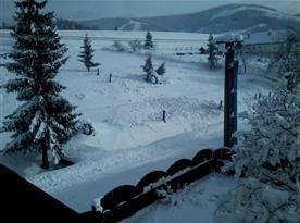 Výhled z chalupy na lyžařské středisko