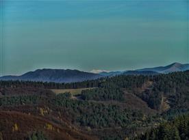 Hory v okolí chaty, pohled na Západní Tatry.